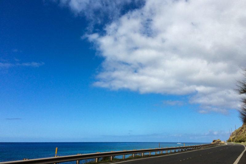 オアフ島の西海岸を走る道路