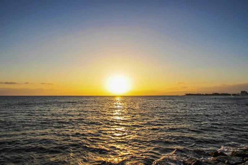 アラモアナ・ビーチ・パークから見る夕日