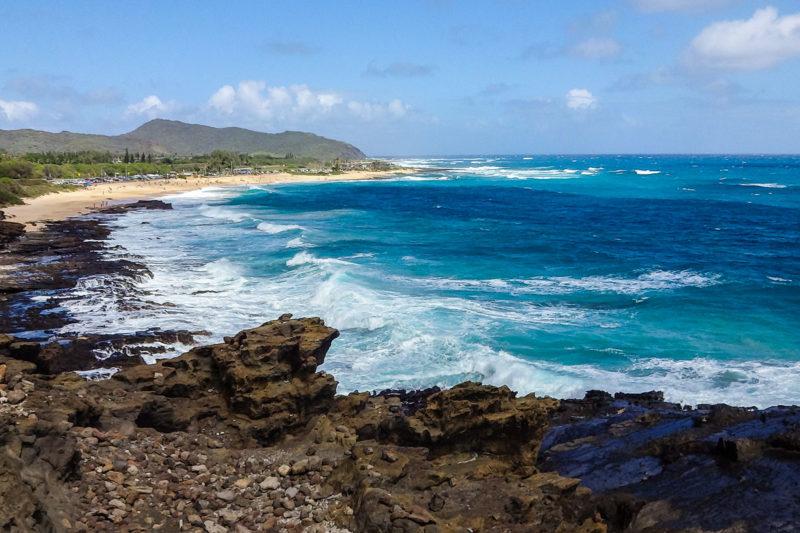ハロナ潮吹き岩から見たサンディビーチ